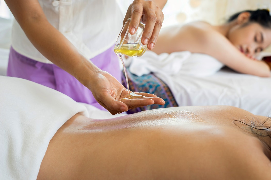 Tradicionalna tajska masaža ob prijetni glasbi