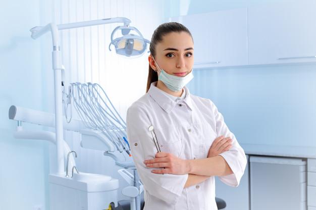 Zobni vsadki popolno nadomestijo korenino izgubljenega zoba
