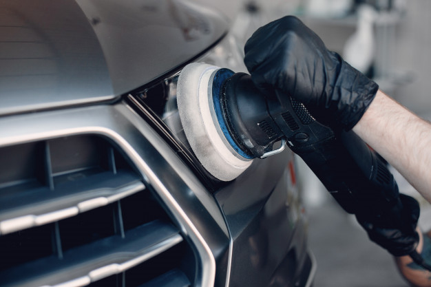 Polirna pasta za avto omogoča lažje poliranje in boljši sijaj avtomobila