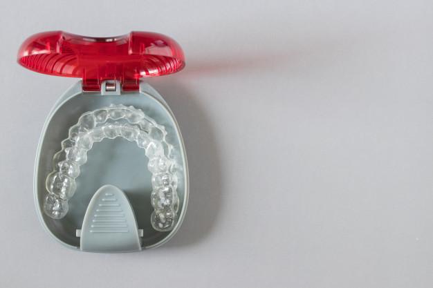 Implantati so odlična rešitev za nadomeščanje zobne korenine